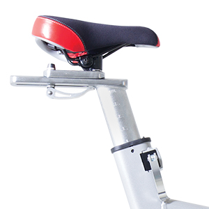 Close up of the Spirit Fitness XIC600 indoor Bike's black and red racing style seat and seat adjust.